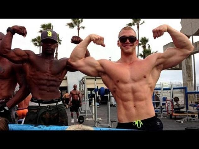 A_day_in_venice_beach_flexing_at_muscle_beach_golds_gym_and_stuff